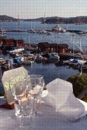 Utsikt över Strömstads hamn från lunchbuffén på Hotell Laholmen.Foto: www.laholmen.se