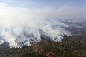 Ett cirka 14000 hektar stort område eldhärjades i Västmanland.