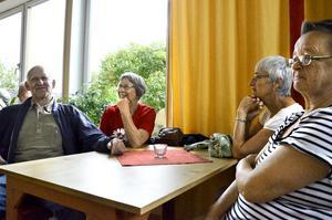 Kusinbordet. Ingvar Lundqvist, Kerstin Greek, Inger Paulin och Birgitta Larsson är alla kusiner till Nisse Munck.