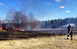 Gräsbranden i Trättgärde, Krokoms kommun, släcktes efter en mindre insats av räddningstjänsten i Östersund.