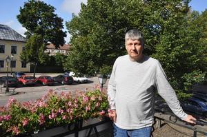 Kommunalrådet Ulf Hansson (S) är försiktig med löften inför valet.