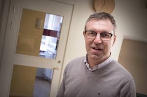 Anders Lindblom, smittskyddsläkare vid Landstinget Dalarna har presenterat nya rön om bakterien Rickeettsia som främst överförs via fästingbett.