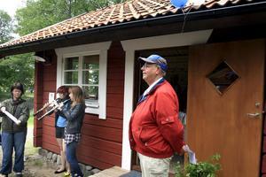 Lennart Ericson invigde den nya bagarstugan vid hembygdsgården och Anna Sjösvärd och Amanda Eliasson spelade ett stycke på oboe.