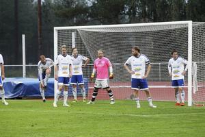 Mathias Svärd, målvakt i Iggesund, har en av nyckelrollerna när laget ska göra jobbet samtidigt som de håller tummarna för att lagen ovanför i tabellen
