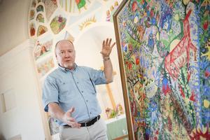 Samlaren och författaren Richard Hainsworth berättar ingående om Uno Vallmans konst.