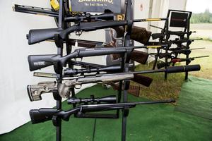 Det är ingen riktig jaktmässa utan skjutvapen.