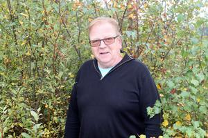 Per Hedemo har upplevt på nära håll att älglusen angriper som aldig förr den här hösten.
