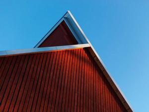 Takvinkel. På en av Renzo Pianos röda takvinklar.