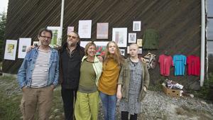 Delar ur det gäng som jobbat med pjäsen: Jan Boholm, Jonas Engman, Kaisa Malmborg, Sara Lindelöf och Järva Engman. De tre förstnämnda var med och grundade Riddarhyttans arbetarteater för 30 år sedan.