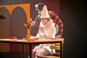 Clowner är ett måste på en cirkus och naturligtvis finns det sådana med i Lindeskolans musikteaterprojekt