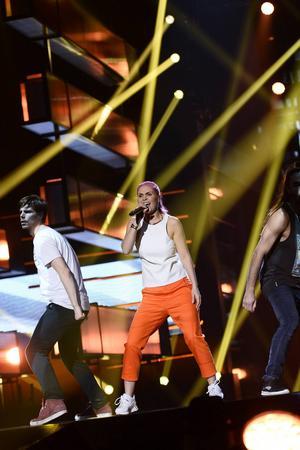 Dinah Nah, känd från bubbelgum-gruppen Caramell, tävlar i Melodifestivalen.