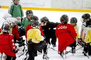 Samling på isen för Valbo HC:s U10-lag.