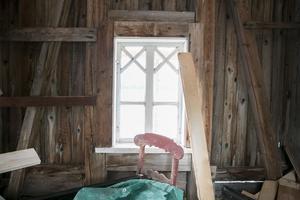 """""""Det största är gjort – taket, grunden och bryggan. Nu är det roligaste kvar, insidan"""" säger Maria Åström."""