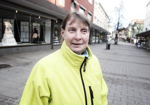 Kristin Eriksson, 47 år, städpatrull, Borlänge: Det är bra med förbud mot sötsaker. Det kan bli en vana för barnen och skapa mycket tjafs.