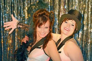 Lola Carlsson och Camilla Lénström sätter upp en Las Vegas show på Hotel City.