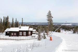 Tomten ligger mitt i Lindvallens mest populära pist – Gustavbacken.