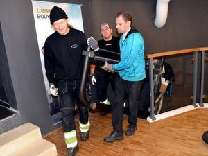 Qicraft rekryterade lokal bärhjälp för att hinna få med sig alla maskiner från Hedemora till Stockholm.