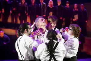 """Dans från jämtländska Teater Barda är en del av det stora teatersamarbetet """"Norrländsk passion"""" som spelas i Östersund på tisdag."""