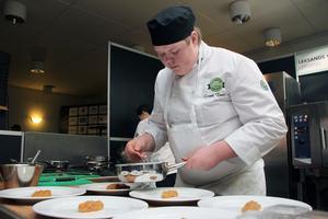 Casper Tunell tävlar i Leksandslaget som valde en förrätt med färsk pasta med gräddkokta kantareller.