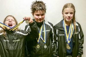 Ellen Vesterström, Sebastian Svensson, Nike Edén, några av de simmare från Härjedalen som deltog i helgens Sälsimmet i Njurunda.