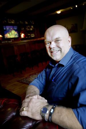 KLOKARE MED ÅREN. Företagare, styrkelyftare, trebarnspappa, husbilsägare, Elvisfan – Joe Formgren har många identiteter. Men mest värnar han om sin familj.