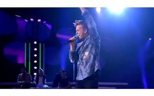 """Så såg det ut i tv när Erik Rapp från Leksand framförde """"You"""". Minuten senare hyllades han av en enig jury. Foto: TV4 Play"""