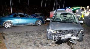 Olyckan inträffade på Faluvägen, riksväg 50, i höjd med infarten till Rönnvägen. Hur olyckan gick till är oklart.