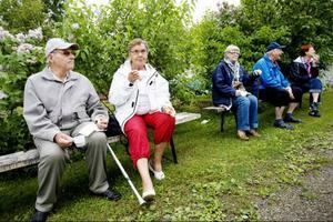 """""""När man promenerat en bit smakar fikat extra gott"""", säger Hubert Eliasson och Gunhild Derås-Eliasson."""