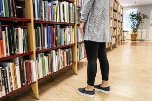 Större samverkan mellan olika aktörer som bibliotek, ett Litteraturens Hus, landstinget kan förbättra villkoren för författare och lyfta litteraturen som konstform.