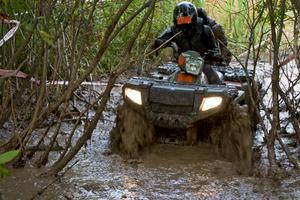 Förkortningen ATV står för All terrain vehicle, alltså ett fordon för alla typer av underlag.