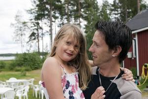 Jens Wiklund och sjuåriga dottern Julia från Sandviken