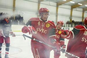 Magnus Proos jublar efter att ha gjort mål för veteranlaget.