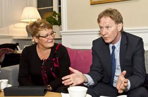 """Före detta näringsminister Maud Olofsson och Dan Hjalmarsson, generaldirektör på Tillväxtanalys pratade om vikten av export för svenska företag. """"En utmaning är hur vi ska gå tillväga för fler ska välja att komma ut på exportmarknaden"""", säger Maud Olofsson."""