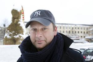 David Jansson, Gävle, 40:– Nej, det är inte bra. Det är tradition att den ska brinna.