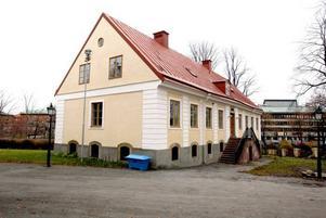 I en av flyglarna till Gävle slott ska en ny ungdomssatsning äga rum. Ett antal tjänstemän under ledning av enhetschefen Ninni Berggren Magnusson flyttar dit för att skapa mötesplatser för ungdomar och deras projektidéer.
