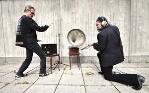 Lost Van Goghs, det vill säga Lennart Östlund och Leif Larsson, gör popmusik som borde ingå i alla välsorterade hem.