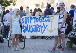 Aktivister höll en manifestation för Ship to Ghaza på Mynttorget i Stockholm för några dagar sedan. Ship to Gaza avser att utrusta, bemanna och segla fartyget M/S Sofia med humanitärt bistånd från Europa till Gaza.