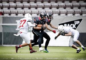 Örebro Black Knights och Tyresö har varit hårt snärjda rivaler under många säsonger. Bland annat efter semifinalbataljerna 2013.
