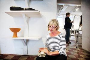 Annika Persson är en av de medlemmar som funnits med sedan starten. Hon ställer ut krumhornade skalbaggar.