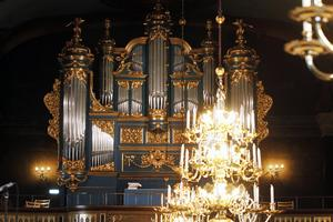 Orgeln blänker i all sin härlighet och under torsdagen testades både ljud och ljus i kyrkan.