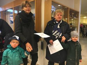 Agneta S Burman och Ann-Charlotte Stahlin hade tagit med sig sina barnbarn August och Andreas på Babblarna.