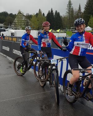 Ida Ossiansson, Tilde Evaldsson och Felicia Henttonen. Foto: Kvänums IF