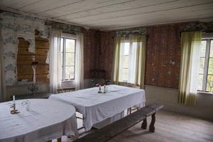 Ett rum för middagar, söndagsfika eller bara för att njuta av gårdens historia.