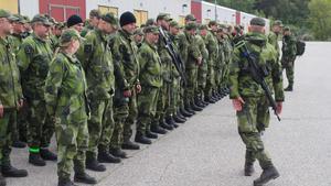 På tisdagskvällen kallade Försvarsmakten in Hemvärnet i den största hemvärnsövningen sedan 1975. Bilden är tagen på dalregementet i Falun inför försvarsmaktsövningen Aurora 17, i september 2017.