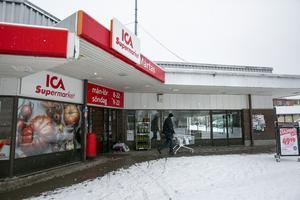 Hur ställer sig de nya ägarna  till Ica Mårtas i frågan om en flytt ned till Limsjöänget? Vill de flytta eller vill de  vara kvar vid torget?