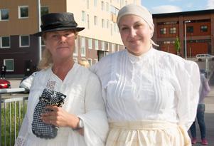 Guider i brandens spår är diverse gestalter som lånar kropp av Tina Johansson och Frida Lundström från Sundsvalls museum.
