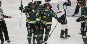 Östersund jublar efter  det tidiga 1-0-målet av Jesper Synnelius.