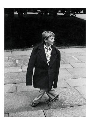 På utställningen på Fotografiska visas också bilder från Lars Tunbjörks tid som pressfotograf på Borås Tidning och Stockholms-Tidningen. Pojken i Moskva fotograferade han 1981. Pressbild.Foto: Lars Tunbjörk