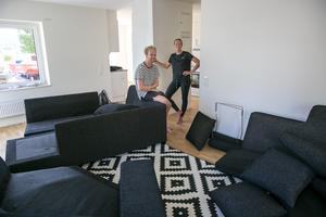 Eric Geldern och Martina Sandén ser fram emot att få ett vardagsrum som enbart är ett vardagsrum.