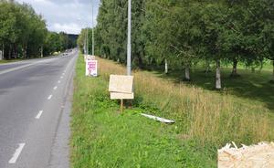 Valaffischer som saboterats på Frösön i Östersunds kommun.